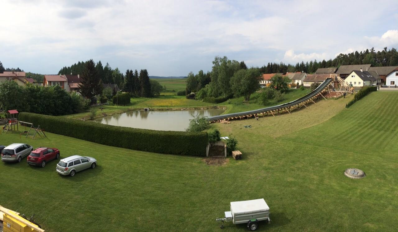 Ansicht Rampe und Teich